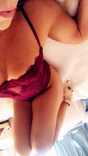 Coumba nuru massage in St. Charles, escort