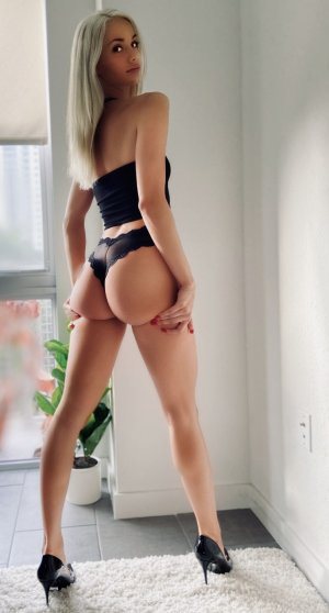 Sevrine nuru massage